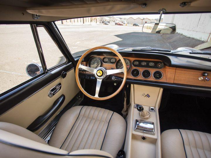 Ferrari 330 GT 2+2 Series II - 1966